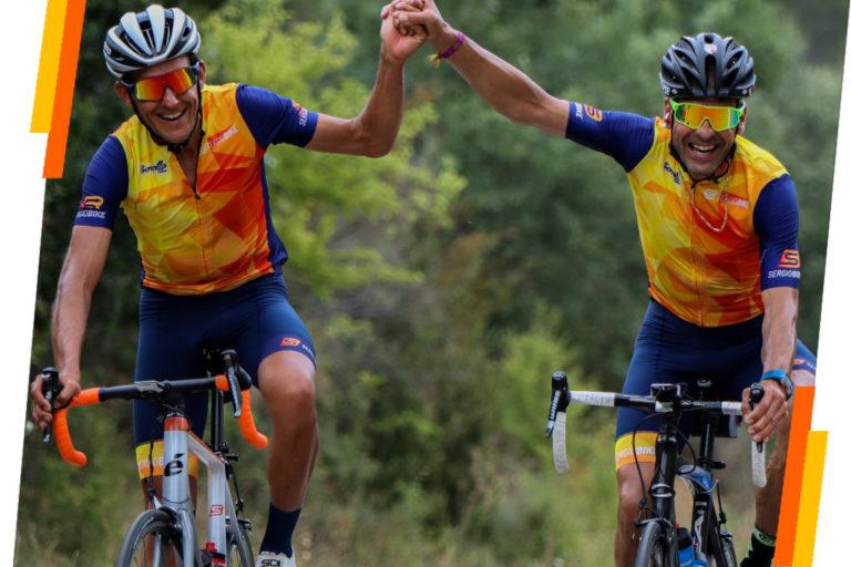 Sergio Bike y un ciclista rodando en sus bicis disfrutando de un quedada de ciclismo