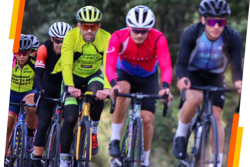 Pelotón de ciclistas en una quedada de ciclismo organizada por Sergio Bike